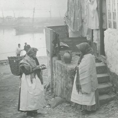 Historic photo of Newlyn fisherwomen (Billy Stevenson Collection)