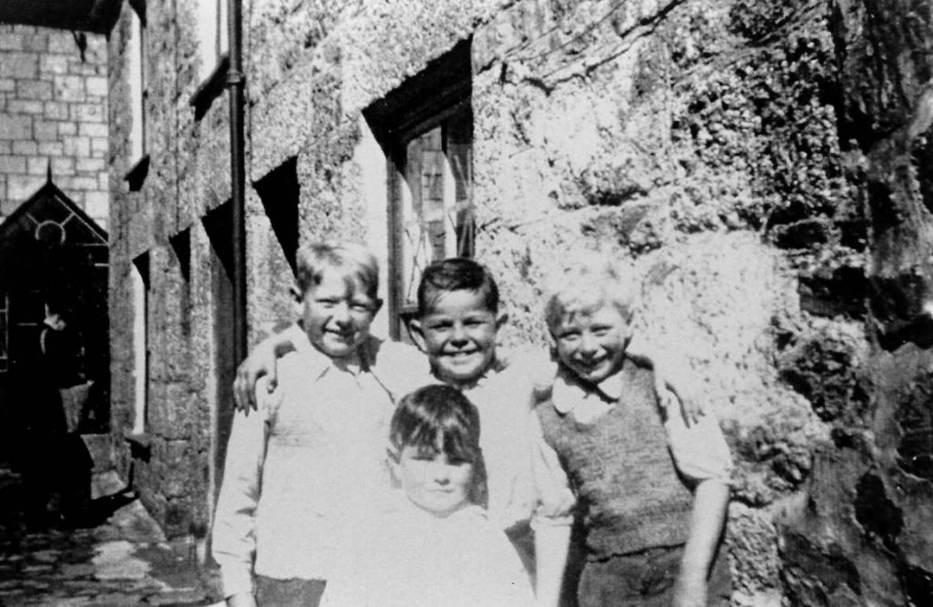 Historic photo of group of Newlyn boys (from Billy Stevenson Collection)