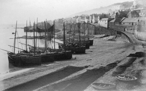 Cornish luggers on Newlyn Beach (Photo from Penlee House collection)