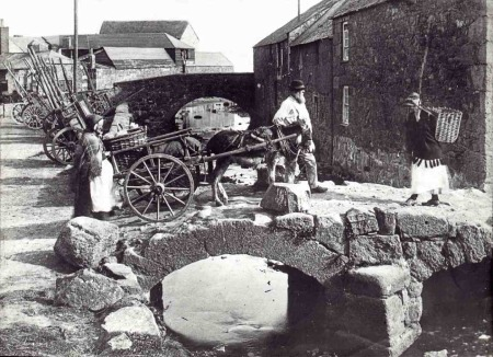 Historic photo of Newlyn Old Bridge (Penlee House collection)