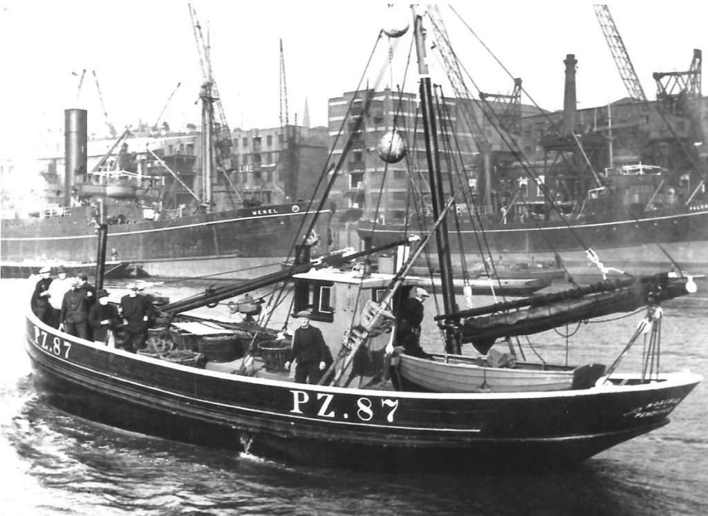Newlyn fishing boat  Rosebud sailing up the Thames in 1937 (Photo from Billy Stevenson Collection)